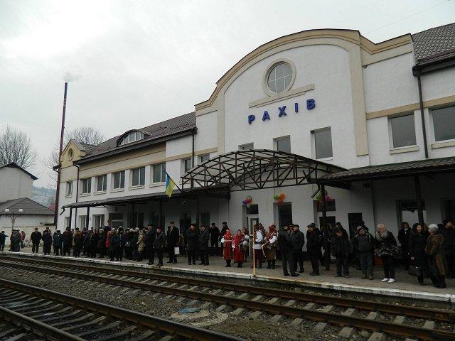 """На Закарпатье торжественно встретили первый рейс поезда """"Одесса-Рахов"""""""