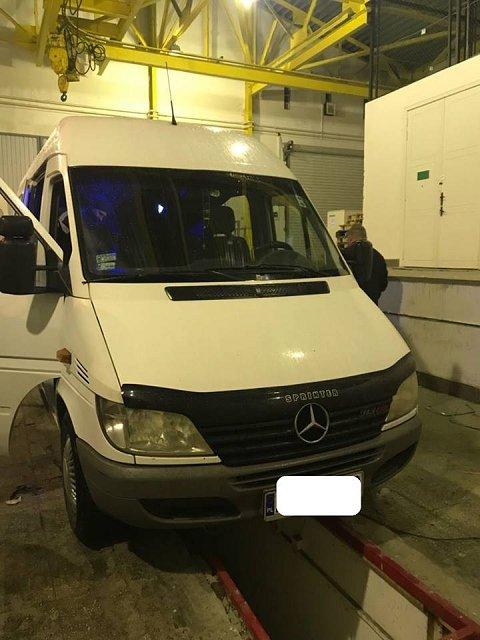 На Закарпатье в грузовике и микроавтобусе обнаружили контрабанду