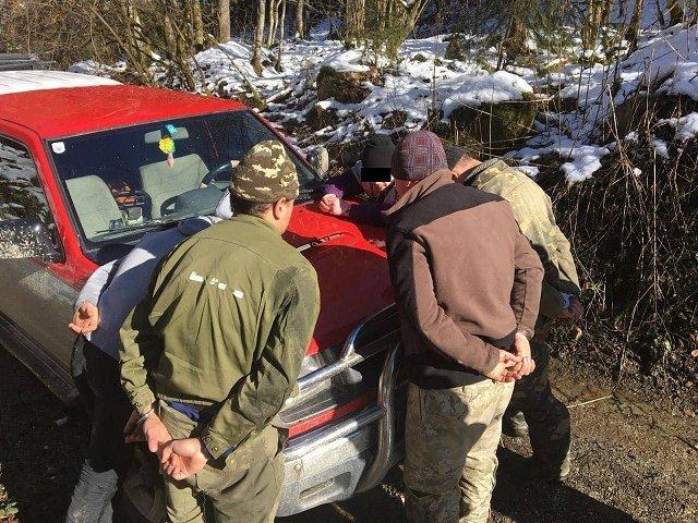 В Закарпатье задержали группу контрабандистов с на авто
