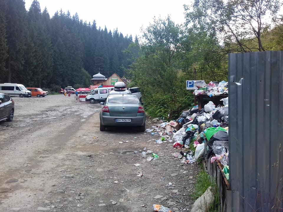 Гордість Карпат Говерла сьогодні потопає у туристичному смітті
