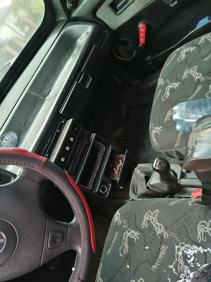 Забрали всё ценное: В Ужгороде даже на стоянке нельзя оставить автомобиль