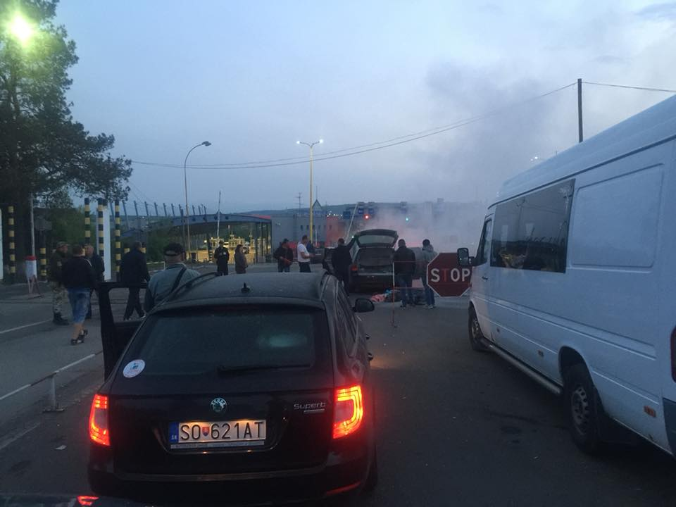 На КПП Ужгород горела иномарка