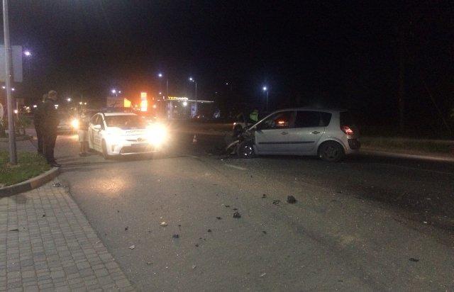 В Мукачево возле автомойки устроили автомобильный кошмар - на Renault мата не посмотришь