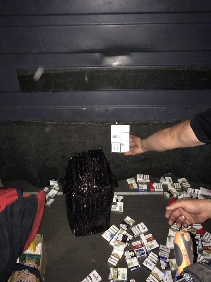 """Зупинений на кордоні Закарпаття з Угорщиною мікрик марки """"Мерседес"""" перевозив тютюнову контрабанду"""