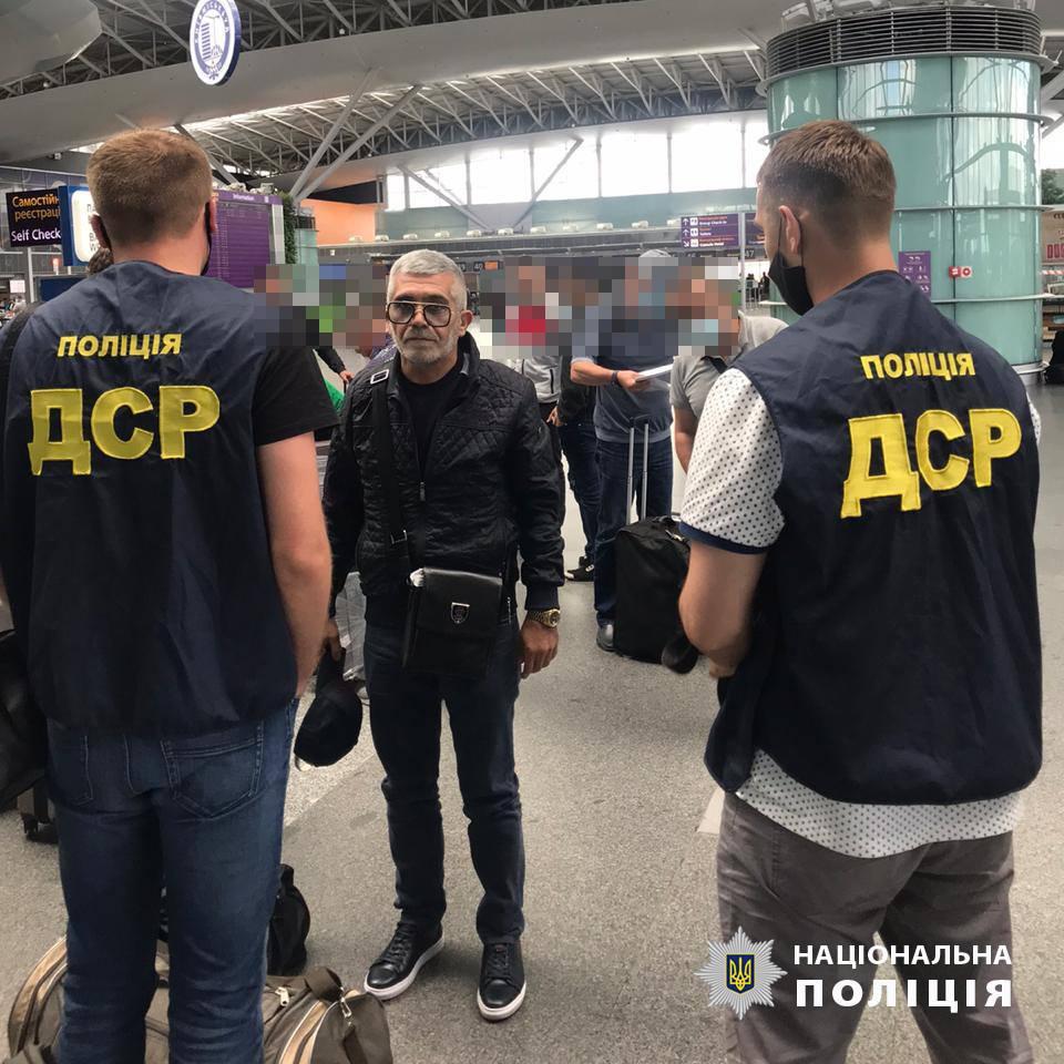 """Видвореному із Закарпаття та України """"авторитету"""" з Вірменії заборонений в'їзд на до нас на 15 років"""