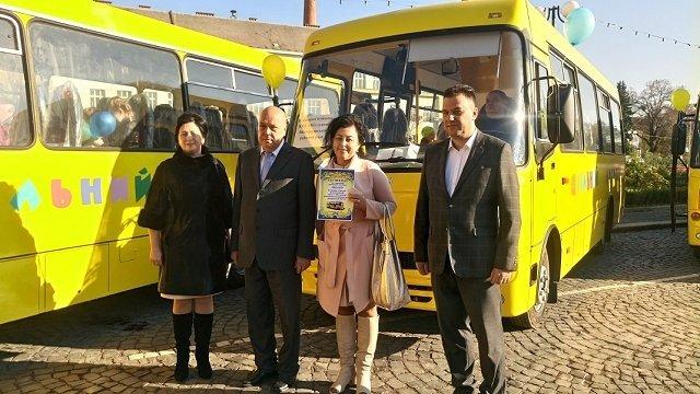 Учебные заведения Закарпатья получили новые школьные автобусы