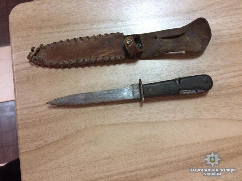 Пьяный житель Закарпатье с ножом приставал к прохожим