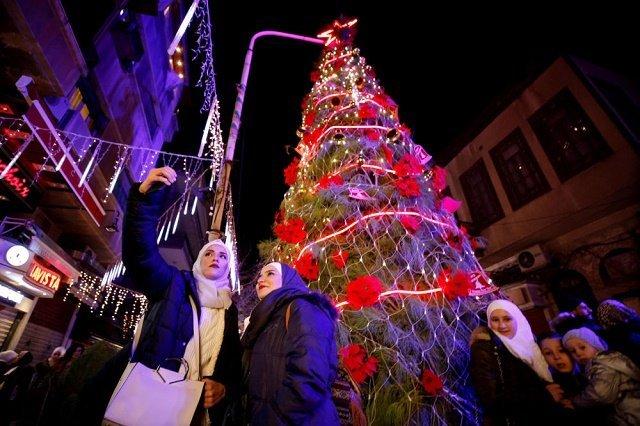 Рождественская ель в Дамаске, Сирия.