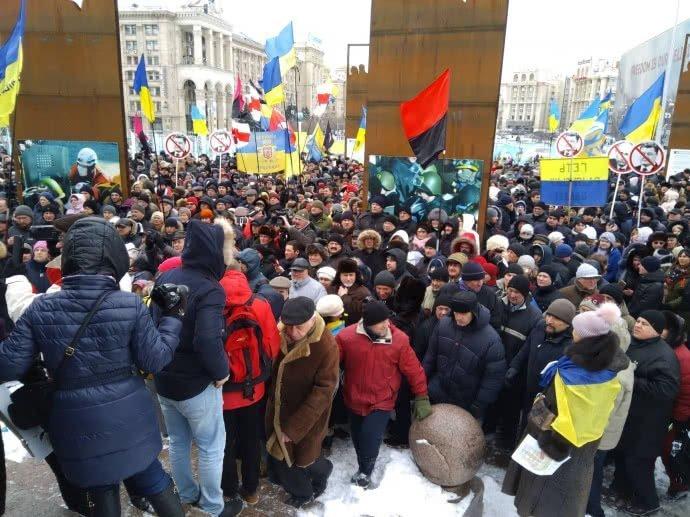 "В центре Киева неспокойно: На Майдане проходит митинг ""Руху нових сил"""
