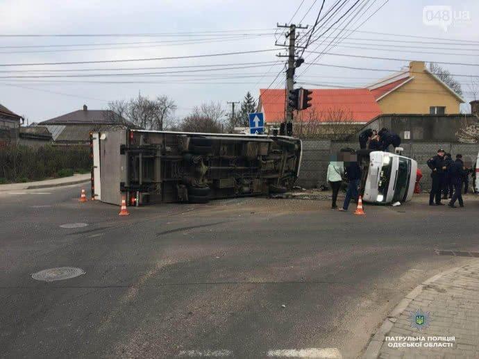Более десяти человек пострадали в мощном ДТП в Одессе