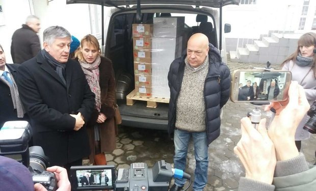 Москаль лично встречал венгерские вакцины в Ужгороде
