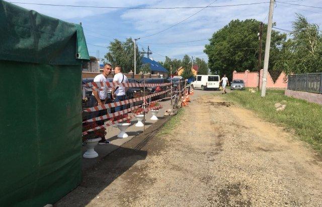 В Мукачево цыгане празднуют свадьбу плюя на всех