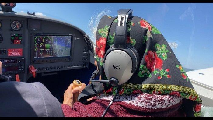 Старенька із Закарпаття вбила всіх наповал польотом на літаку в Коломиї
