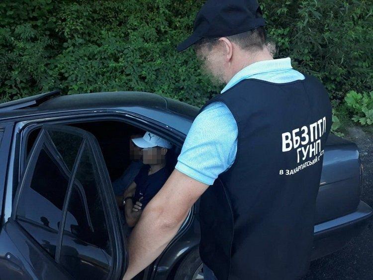 Спробу перетину кордону нелегалами попередила поліція Закарпаття