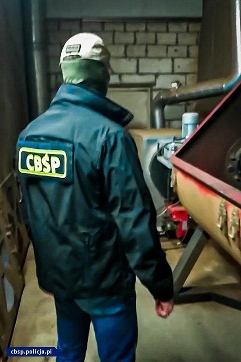 В Польше разоблачили нелегальную табачную фабрику, задержаны 12 украинцев