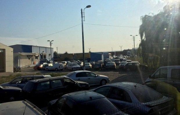 """У столиці Закарпаття є власний """"цвинтар євроблях"""" — біля ринку на Краснодонців"""