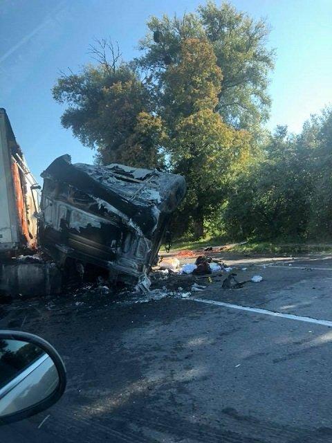 """На трассе """"Киев-Чоп"""" в ДТП заживо сгорел водитель"""
