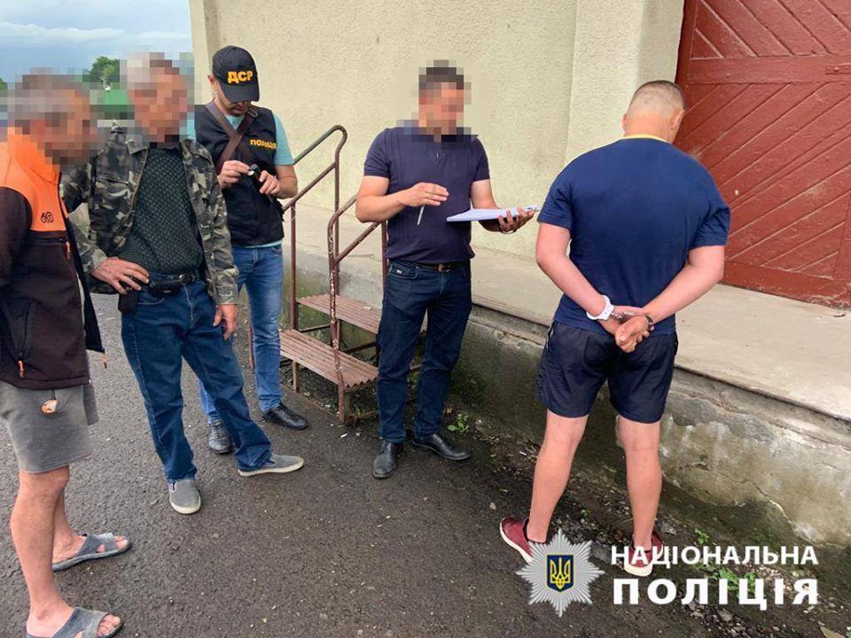 Группу рэкетиров задержали в горном городе Закарпатья
