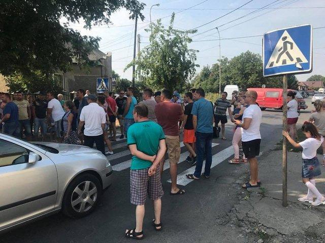 В Ужгороде жители перекрыли улицу Загорскую