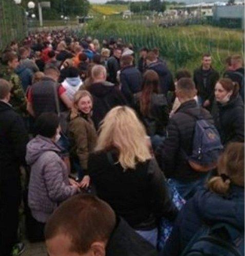 Катастрофическая ситуация на границе Украины с Польшей - люди оказались в ловушке в нейтральной зоне