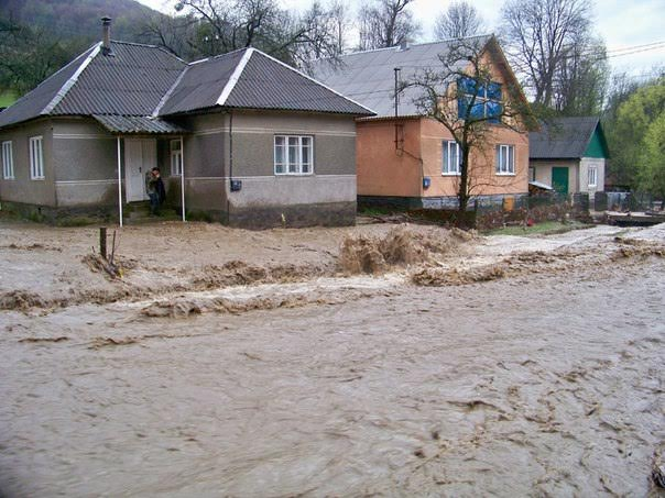 Селевые потоки затопили и разрушили дороги, мосты и частные домохозяйства
