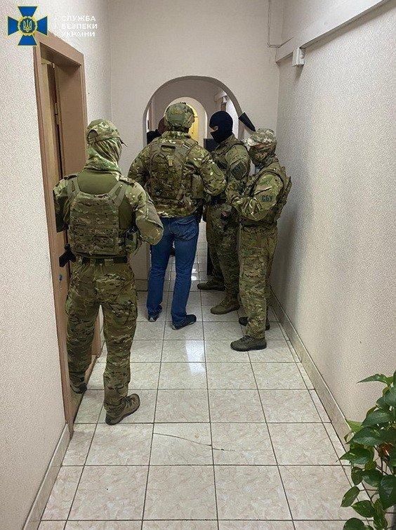 Погорел на взятке: В Ужгороде задержали ТОП-чиновника
