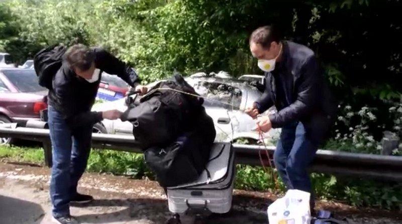 Мешканці Закарпаття перепаковують речі в Ублі, відразу після перетину кордону.