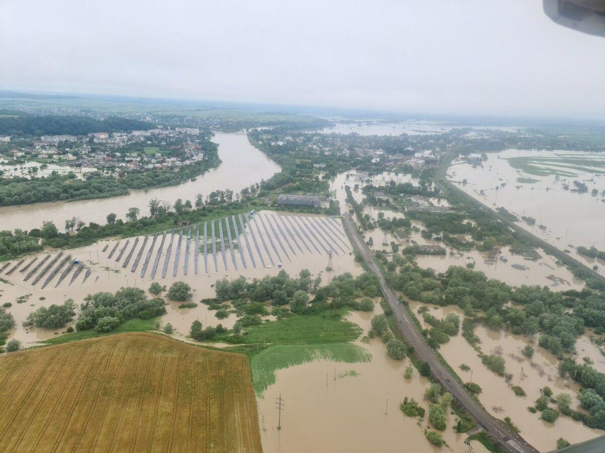 """""""Пташка"""" Шмигаль показав з висоти затоплені райони Карпат"""