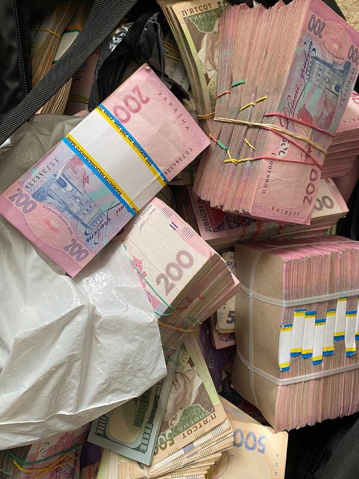 Главу Кировоградской ОГА поймали на предложения взятки почти в два миллиона гривен