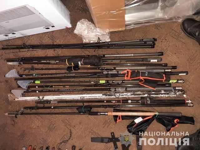 Ни видеокамер, ни сигнализации: В Закарпатье ворюги без напряга ограбили охотничий магазин
