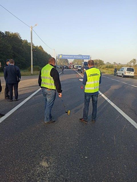 Двое погибших и двое травмированных – последствия тройной аварии на трассе Львов-Шегини