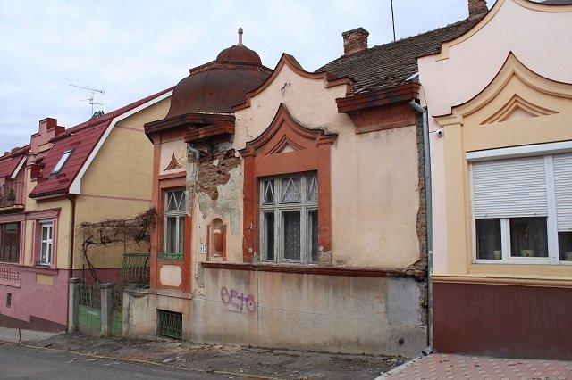 Продолжаем терять Ужгород: Прямо сейчас варварски разрушают виллу в исторической части города (прошлогоднее фото)