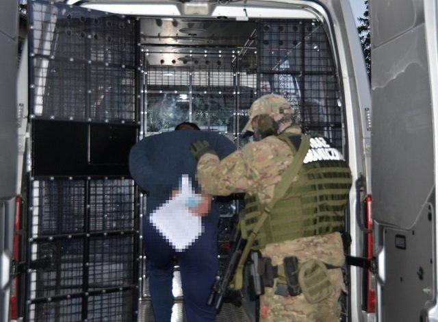 В Польше задержаны контрабандисты, переправлявшие сигареты из Украины на понтонных лодках - убытки 3,7 млн евро
