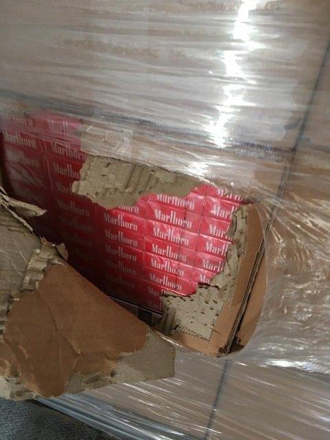 """На украинско-румынской границе в замороженной вишне """"выловили"""" 400 ящиков сигарет"""