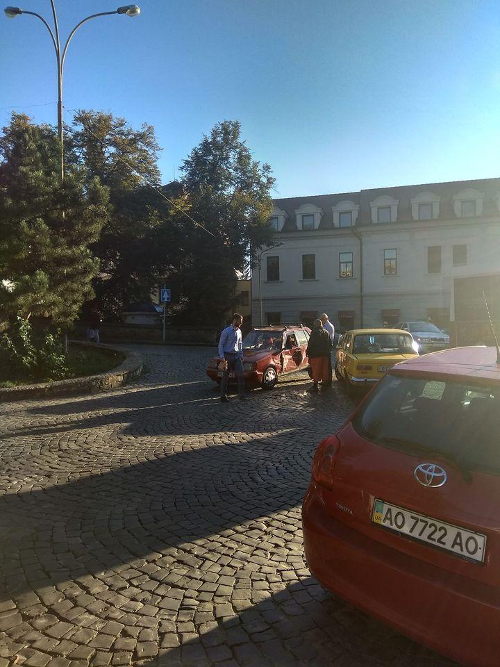 """Неймовірна """"ретро-пригода"""" сталася на вулиці міста Ужгорода"""