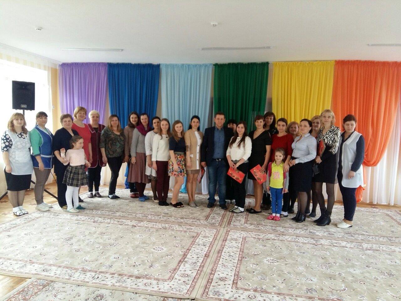 Жінки Тячівщини та Рахівщини отримали вітання та подарунки від Василя Петьовки.