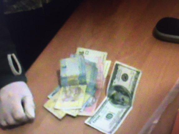 Прокуратура и СБУ разоблачили на взяточничестве двух полицейских Тячева