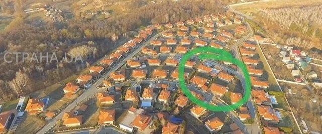 Один из этих домов принадлежал Зеленскому