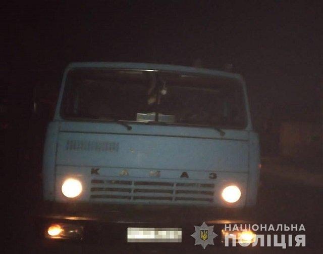 Не проскочил: В Закарпатье задержали КАМАЗ полный древесины
