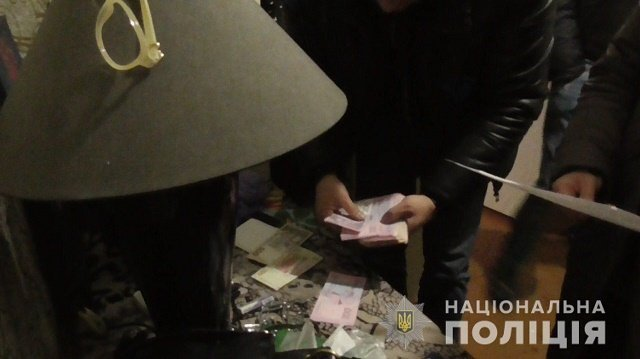 Интимные игрушки, 22 тысячи гривен и видео интимного характера: Полиция разоблачила место разврата