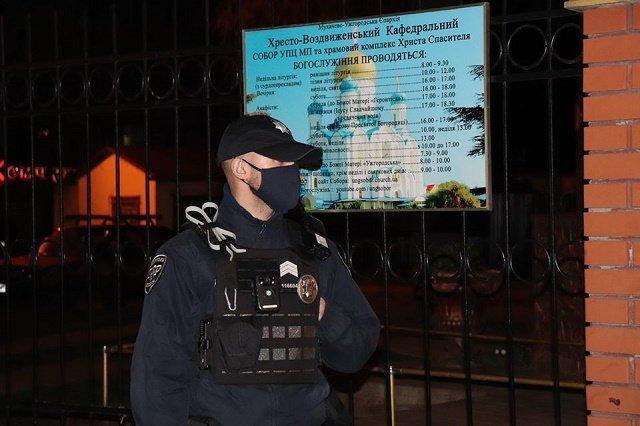 В Закарпатье правоохранители дежурили возле храмов и церквей