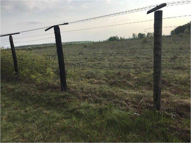 Поврежденный забор и следы от шин на контрольно-следовой полосе: житель Виноградово задержан на границе