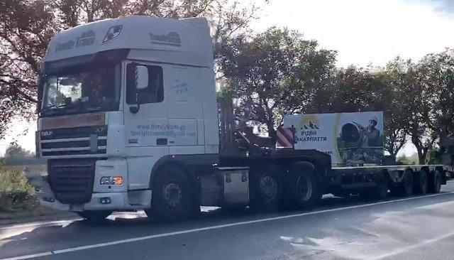 Авария в Закарпатье: Водитель грузовика DAF не справился с управлением и врезался в легковушку
