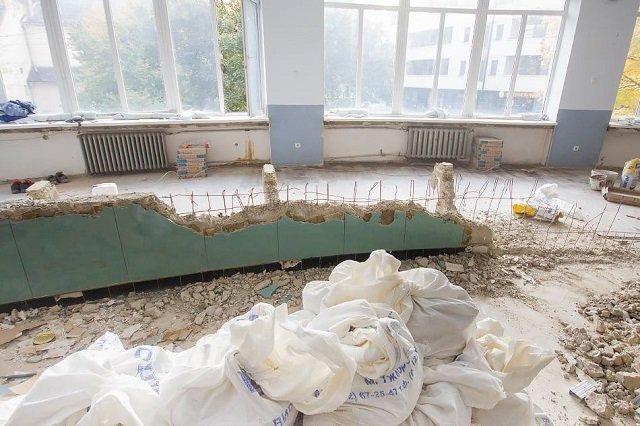 В Ужгороде в здании почты больше нет уникальной полукруглой стойки, которую с детства помнят все горожане