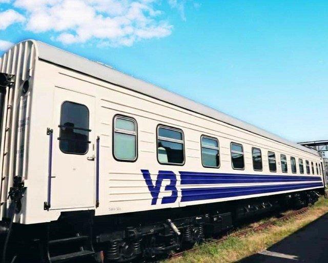 Движемся в Европу: «Укрзализныця» показала первый капитально отремонтированный плацкартный вагон