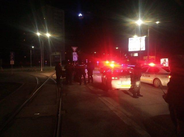 В Словакии водителя, сбившего полицейского, не остановила даже стрельба - Началась настоящая погоня!