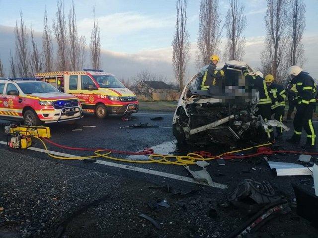 На микроавтобусе Fiat Scudo перевозили шесть тел умерших от Covid (в гробах).