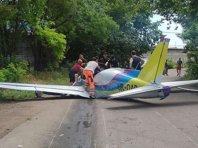 Самолет рухнул прямо на дорогу в Одессе: Есть погибшие