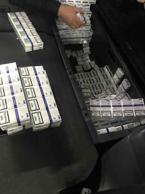 Кроссовер с контрабандой задержали на границе с Румынией: Chevrolet был набит сигаретами