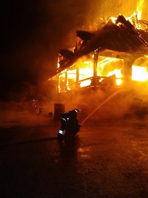 От отеля депутата райсовета в г.Воловец осталась груда пепла: Огнем было охвачено 300 кв.м